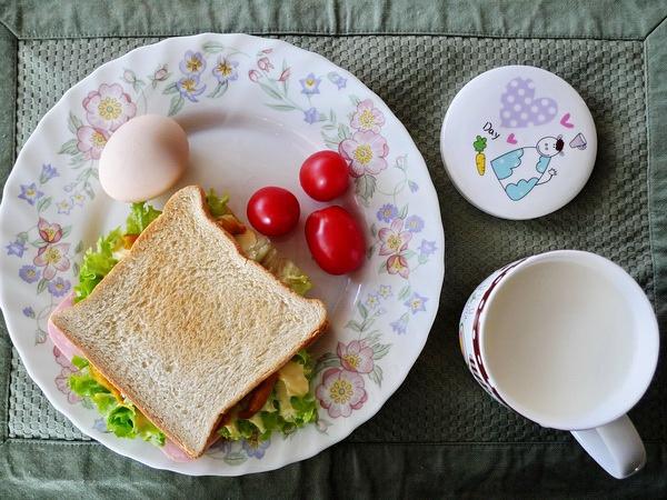 花瓣美食:为爱情准备一份幸福早餐