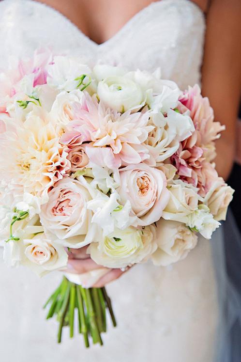 花瓣婚礼:华丽的新娘手捧花