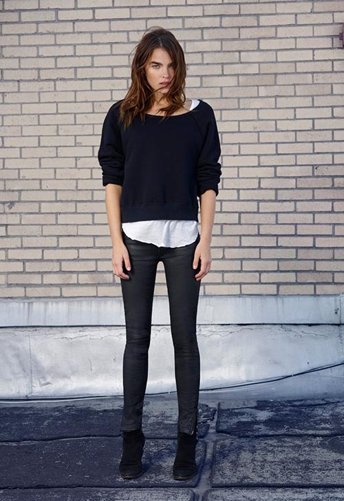 花瓣穿搭:黑色元素在时尚搭配中的运用