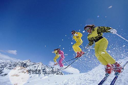 花瓣旅行:中国雪乡,绮丽色彩下的雪景之乡