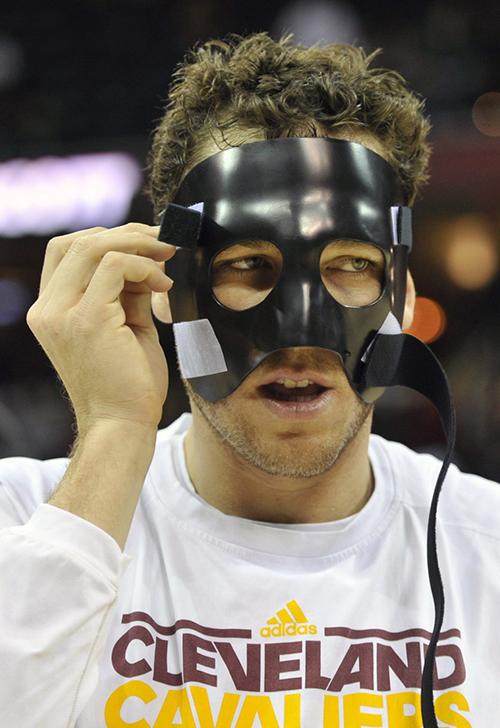 面具,NBA赛场上的另类时尚