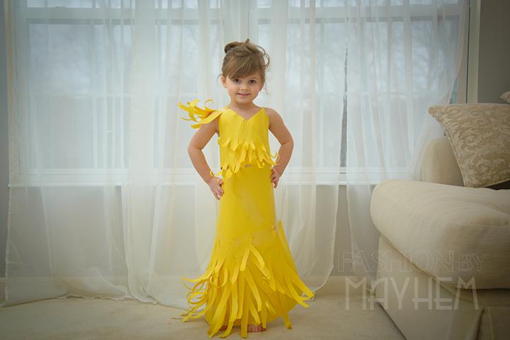 四岁女孩萌翻了的纸衣时尚