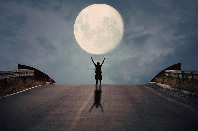 「玩」月亮的摄影师