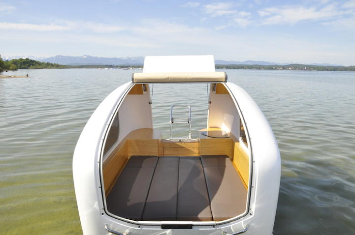 露营旅行神器,超酷的水陆两栖车