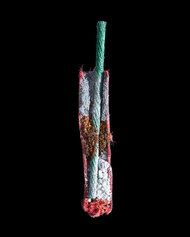 一组揭示鞭炮内部结构的摄影作品