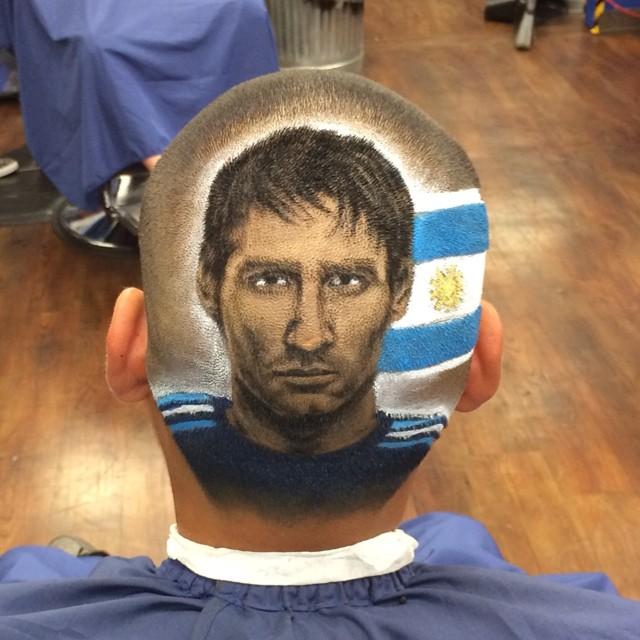 发型师惊艳之作,脑袋上剪出的世界杯球星照